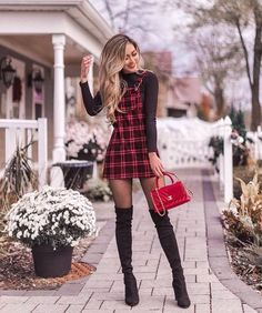 Chic Holiday Outfits For The Coming Christmas And New Year; New Year Outfits; Christmas And New Year Outfits; Cute Christmas Outfits, Cute Fall Outfits, Winter Fashion Outfits, Fall Winter Outfits, Ootd Fashion, Classy Christmas, Christmas Outfit Women Dressy, Christmas Ootd, Christmas Sweaters