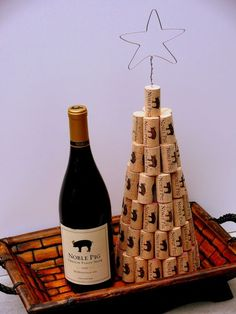 Christmas tree made with wine corks. http://www.snooth.com/articles/diy-wine-cork-and-bottle-crafts/
