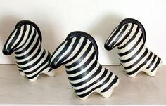I found two ceramic zebras at a flea market. I adore them but I would kill for a herd of Arabia Zebras. Okay, I would kill for just one. Ceramic Birds, Ceramic Pottery, Pottery Art, Ceramic Art, Vintage Designs, Retro Vintage, Sculptures Céramiques, Clay Animals, Modern Ceramics