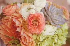 April Flowers ,  Lindsey Gomes ,  Le festin Events ,  shabby chic ,  Real Wedding ,   ,  bouquet ,