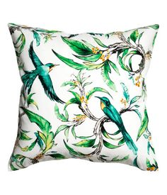 White/birds. Cushion cover in soft, woven cotton fabric with a pattern at front and solid color at back. Concealed zip.
