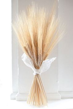 WHEAT A clever twist on the traditional boutonniere. Wedding Events, Our Wedding, Fall Harvest Party, Wedding Gifts For Guests, Flower Bouquet Wedding, Bridal Bouquets, Wedding Table Decorations, Wedding Pinterest, Autumn Inspiration