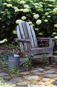 cottage garden accessories gardening-ideas-and-landscape Dream Garden, Garden Art, Garden Design, Garden Cottage, Porches, Rustic Gardens, Outdoor Gardens, Hortensia Hydrangea, White Hydrangeas