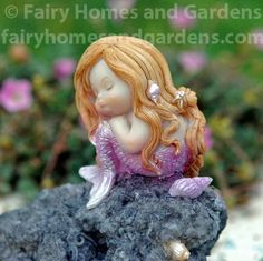 This little mermaid is deep in thought sitting on a craggy rock. A collectible quality miniature crafted of resin and hand painted in exquisite detail. Miniature Crafts, Miniature Fairy Gardens, Fish Aquarium Decorations, Cosplay Steampunk, Mermaid Crafts, Bird Houses Painted, Sand Crafts, Easy Art Projects, Baby Fairy