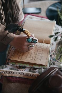The romantic art of writing has somewhere been left behind. We are on the hunt to revive it by giving you all you need to know about writing & 7 handy tips. My Fair Princess, Turquoise Cottage, Boho Home, Boho Gypsy, Gypsy Soul, Bohemian Style, All That Glitters, Cthulhu, Free Spirit