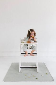 Gathre Highchair Mat in Ivy. Loved by moms everywhere. Simply wipe up food and spills on it's stain resistant surface - no laundering necessary. #gathre