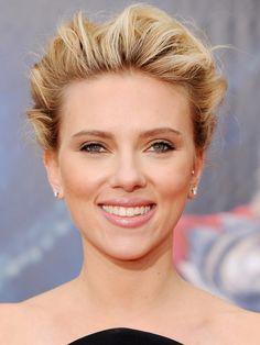 celebrity hairstyles, Scarlett Johansson, Scarlett Johansson hairstyle, blonde, highlights, updo, side part, messy updo, messy bun, casual updo
