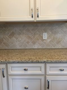 Travertine Baja Cream Tumbled T720 3x6 in herringbone pattern