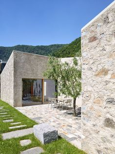 Wespi de Meuron Romeo architects, Hannes Henz · New House in Morcote Architecture Design, Mediterranean Homes, Stone Houses, Exterior Design, Beautiful Homes, New Homes, Villa, Patio, House Styles