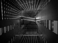 """César Ordóñez  en la exposición  """"TOKYO BLUR"""" de la galería Atelier.  La Galería   Atelier  de Barcelona  inaugura  el próximo 4 de noviembre  la  exposición de César Ordóñez  """"TOKYO BLUR"""", el nuevo proyecto realizado en Japón por el artista barcelonés, el cuarto basado en la ciudad de Tokio y  el  que es su tercera exposición individual en Barcelona  http://www.descubrirelarte.es/2014/11/03/tokio-enigmatica-sensual-y-desenfocada.html"""