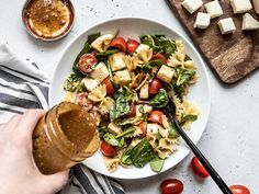 This Tomato Mozzarella Pasta Salad with homemade Parmesan Balsamic Vinaigrette is the perfect light and fresh summer meal. Perfect for potlucks! Ensalada Caprese, Caprese Salad, Pasta Salad, Tomato Mozzarella Salad, Tomate Mozzarella, Big Salad, Soup And Salad, Roasted Vegetable Couscous, Salad Recipes