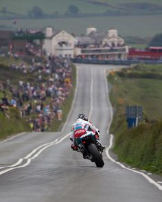 Bruce Anstey approaching the Creg-ny-Baa, IOMTT (ph: ) Concept Motorcycles, Racing Motorcycles, Grand Prix, Motogp Valentino Rossi, Motocross Riders, Moto Bike, Great Pic, Isle Of Man, Super Bikes