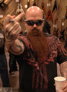 KERRY KING guitarist for the American thrash metal band Slayer. Hard Rock, Metallica, Heavy Metal Music, Heavy Metal Bands, Woodstock, Kerry King Slayer, Madonna, Tenacious D, Grunge