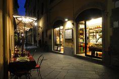 """Dopo aver perso la """"rotta"""" tra le splendide vie di Lucca ci siamo rifocillati al """"Il Cuore"""" in Via del Battistero 2. Testing Wine bar cafè e ristorante. Ottima la presentazione dei piatti ( anche per uno speedy lunch), all'interno sei circondato da bottiglie di vino di ogni sorta! Gnocchetti, Lasagne, Couscous con condimenti vari e di qualità."""