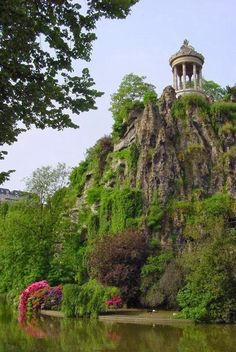 Parc des Buttes Chaumont: One of the best parks in Paris (if not THE best). Excellent for picnics, hiking, killing time, views of Paris. The list goes on and on. It's also a bit further out, so it's mostly just locals roaming here. Paris Travel, France Travel, Beautiful Park, Beautiful Places, Paris France, France 3, Paris Paris, France Europe, Places To Travel