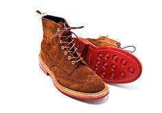 Una colaboración de lujo. La tienda de ropa masculina Silver Deer se une con la firma de zapatos Tricker's para una colección exclusiva. http://www.vogue.mx/articulos/nueva-colaboracion-de-silver-deer-con-trickers-para-la-celebracion-del-primer-aniversario-de-la-firma-mexicana/2940