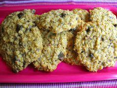 Bolachas de aveia com arandos e chocolate preto Portuguese Recipes, Yummy Cookies, Desserts, Food, Vanishing Oatmeal Cookies, Egg Yolks, Bon Appetit, Crack Crackers, Recipes