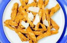 aprende cómo hacer Macarrones con pestos sicilianos en este post http://exquisitaitalia.com/macarrones-con-pestos-sicilianos/ #recetas #recetasitalianas