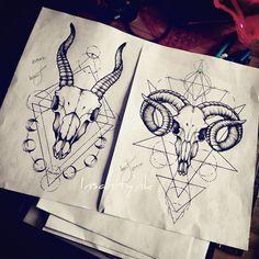 Projets disponibles Gauche : 25x14cm Droite : 26x17cm Infos, tarif, réservation -» insanitydoll@hotmail.fr #tattoos #tattooist #tattooartist #skulls #goatskull #horns #blackwork #blackworkers #darkartists #geometric #geometrictattoos #moon #moonphases #occult #occulttattoos