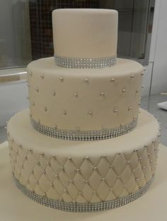 A cream base allows the details to shine. Bling Wedding Cakes, Bling Cakes, Cool Wedding Cakes, Beautiful Wedding Cakes, Wedding Cake Designs, Beautiful Cakes, Amazing Cakes, Wedding Ideas, Carlos Bakery