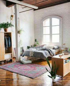 Un grand tapis berbère dans la chambre