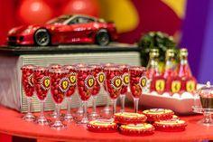 Decoração da mesa de doces da festa Ferrari Ferrari Party, Baby Shower, Ideas Para Fiestas, Caramel Apples, Boy Birthday, Christening, Birthdays, Cars, Candy Table