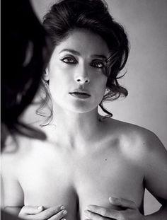 Photos : Salma Hayek nue dans Everly