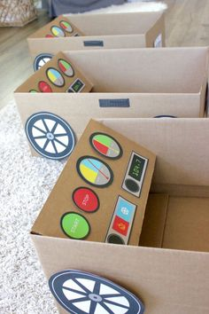 What a great idea to use with our Now Showing! Drive In Movie Summer Fun, free printable, drive-in movie, playdate, summer fun ideas Cardboard Car, Cardboard Box Crafts, Cardboard Box Ideas For Kids, Cardboard Playhouse, Diy Crafts For Kids, Projects For Kids, Art Projects, Cool Diy, Fun Diy