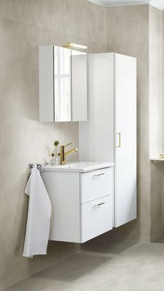 Bathroom Inspo, Bathroom Rugs, Bathroom Inspiration, Pergola Garden, Bad Inspiration, Compact Living, Wet Rooms, New Homes, Storage