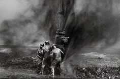 Sebastiao Selgado, Capping Oil Well, Kuwait, 1991