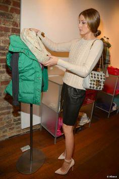 """Olivia Palermo beim Weihnachtsshopping im """"Old Navy Holiday Bazaar"""" in New York City."""