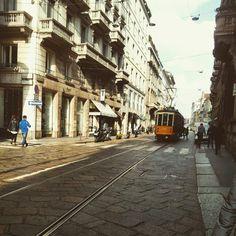 Una Milano di tanto tempo fa, forse un po' troppo oscurata dalla vita in corsa della notorietà.