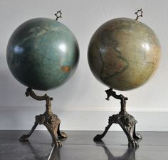 The diameter of both spheres is approx. 30 cm. their height is approx. 60 cm.  Unfortunately the condition of these globes is poor. They are solid, but both have discolourations and damages due to their age.  (total 2)  Note: Will not be sent. To be picked up by appointment in Tilburg (Netherlands) or Ravels (Belgium).
