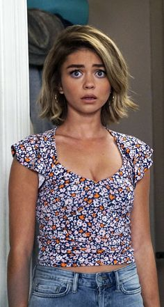 Haley Dunphy wearing a BCBGeneration floral crop top on Modern Family. Shop it: http://www.pradux.com/bcbgeneration-ruffle-sleeve-crop-top-49155?q=s9