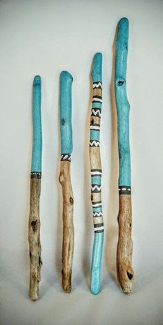treibholz schwemmholz bild mit fluss steinen www fe ma desi - Wood Design L'endroit où acheter et vendre tout le fait main.these are just driftwood, but I would love a walking stick made like this Painted Driftwood, Driftwood Art, Painted Wood, Painted Branches, Driftwood Mobile, Painted Pebbles, Hand Painted, Nature Crafts, Home Crafts