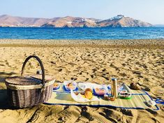 """Summer days are made for picnics in scenic surroundings by the sea! 💙 How about a tasty, but at the same time healthy bite on the beach based on your own preferences? Order you tailormade """"Grandma's Basket"""" meal at Kallichoron & enjoy a day full of energy in Astypalea!"""