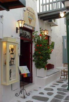 Greece: Mykonos, The Piano Bar in Little Venice  Montparnasse/The Piano Bar Mykonos-Greece