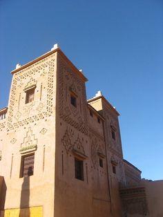 La Kasbah Elmahdaoui est située près de l'Oued de Dadès. Elle propose des chambres confortables, une terrasse offrant des vues panoramiques sur les montagnes de l'Atlas et une cuisine traditionnelle.
