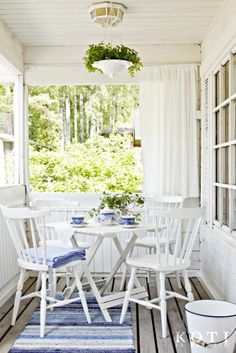 blue and white porch Cottage Porch, Cottage Farmhouse, White Cottage, Cottage Living, Cottage Style, Outdoor Rooms, Outdoor Living, Outdoor Furniture Sets, Outdoor Decor