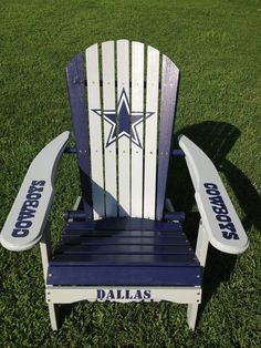 Hand painted dallas cowboys folding adirondack chair *nfl football tailgating--- WANT! Obviously packers though. Dallas Cowboys Room, Dallas Cowboys Crafts, Cowboys 4, Cowboys Wreath, Dallas Cowboys Women, Nfl Dallas, Cowboy Crafts, Cowboy Room, Football Tailgate