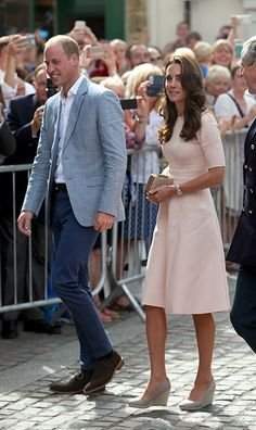 Kate Middleton is pretty in pink for Cornwall visit