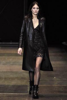Saint Laurent Fall 2013 Ready-to-Wear// Hedi Slimane//California Grunge Tokyo Street Fashion, Paris Fashion, Runway Fashion, High Fashion, Uk Fashion, Fashion Week, Fashion Show, Fashion Outfits, Fashion Design
