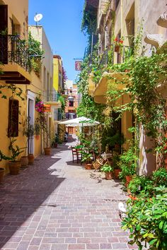 Taking photos is passion. Explore the Venetian harbour alleys with our local guide and create memories that will last forever with our professional photographer. Stuff To Do, Things To Do, Crete, Professional Photographer, Venetian, Passion, Memories, Explore, Photos