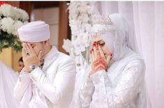 Muslim Wedding Photos, Wedding Couple Photos, Wedding Poses, Wedding Couples, Arab Girls Hijab, Muslim Girls, Hijabi Girl, Girl Hijab, Cute Muslim Couples