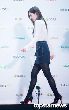 Black Tights Outfit, Pretty Anime Girl, Pretty Girls, Red Velvet Irene, High Waisted Skirt, Beautiful Women, Legs, Celebrities, Womens Fashion