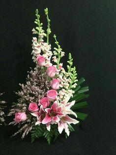 Top Flower Arrangements Collections 2027 - Pflanzen u. Arrangements Ikebana, Funeral Floral Arrangements, Large Flower Arrangements, Altar Flowers, Church Flowers, Funeral Flowers, Wedding Flowers, Lotus Flowers, Bouquet Wedding
