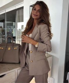 classy outfit 68 Latest Office & Work Outfits Ideas for Women Business Outfit Damen, Business Casual Outfits, Professional Outfits, Office Outfits, Work Outfits, Sexy Work Outfit, Office Wear, Office Chic, Office Style