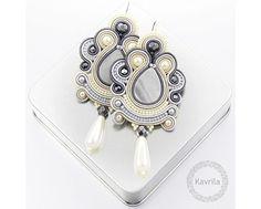 soutache: Oriental grey soutache: (I can make these Shauna - M) Soutache Bracelet, Soutache Pendant, Soutache Jewelry, Bead Embroidery Jewelry, Beaded Jewelry, Handmade Jewelry, Soutache Tutorial, Passementerie, Fashion Jewelry