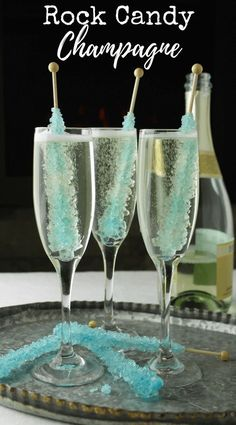 New Year's Eve 2019 : Rock Candy Champagne, New Years Eve drink, Bridal shower ideas, party drink - Food - Christmas New Years Eve Drinks, New Year's Drinks, New Years Party, Party Drinks, New Years Eve Party Ideas For Adults, Wine Parties, Non Alcoholic Drinks New Years, New Years Eve Menu, New Years Eve Dessert