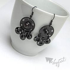 These would be nice painted different colors with fingernail Polish. Fabric Jewelry, Beaded Jewelry, Unique Jewelry, Diy Jewelry Projects, Jewelry Crafts, Diy Earrings, Earrings Handmade, Ideas Joyería, Hardware Jewelry
